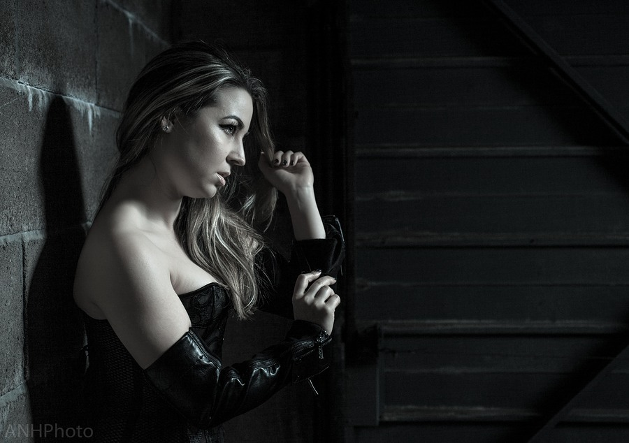 I've got these arm gauntlets, and I'm feeling dangerous... / Photography by ANHPhoto, Model Nicoletta Vienne, Makeup by Anna Baldwin MUA / Uploaded 18th July 2018 @ 08:14 PM