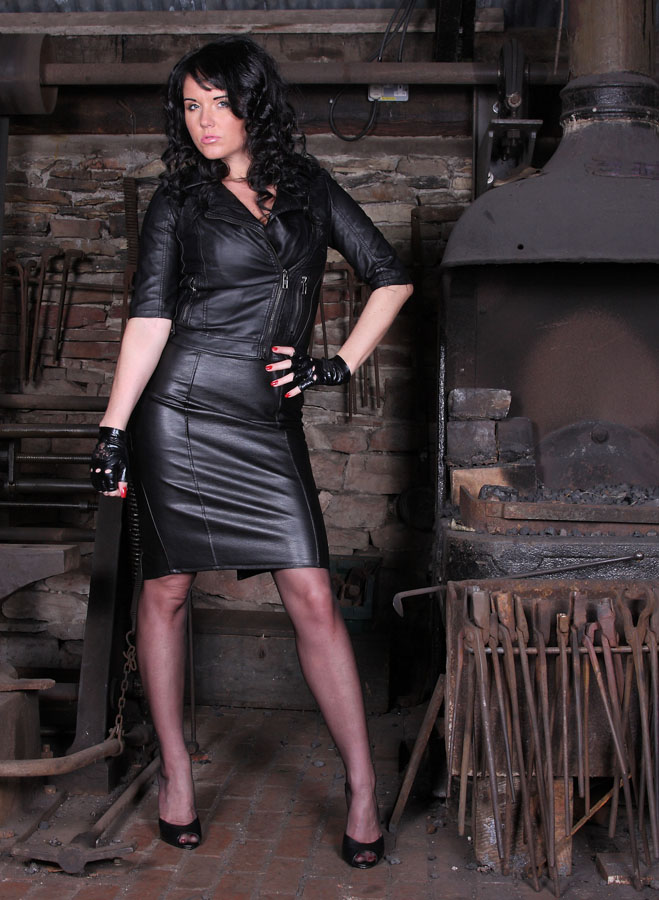 Iron & leather / Photography by Quicklad, Model Raven Lee / Uploaded 13th August 2014 @ 03:41 PM