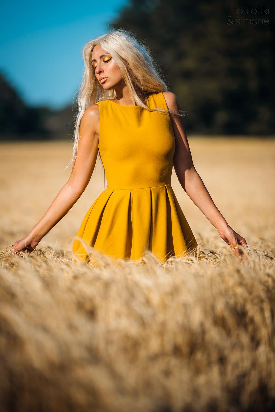 Missing summer / Photography by Simone Orsini, Model ❀ Chiara Elisabetta, Makeup by ❀ Chiara Elisabetta / Uploaded 17th November 2019 @ 11:30 AM