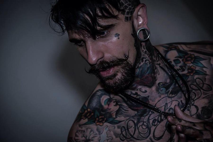 Model Jonnyc / Uploaded 8th December 2015 @ 07:21 PM
