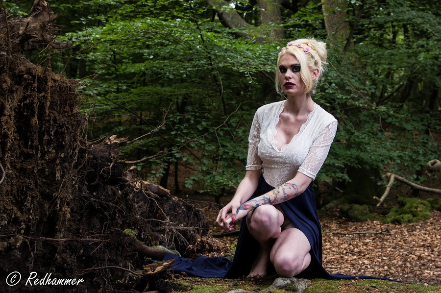 Kneeling forest girl / Photography by Redhammer / Uploaded 30th June 2016 @ 02:51 PM