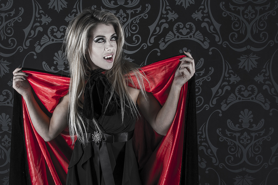 Vampire Tillie / Photography by M4R71N, Makeup by Bear MUA / Uploaded 22nd November 2018 @ 07:45 PM