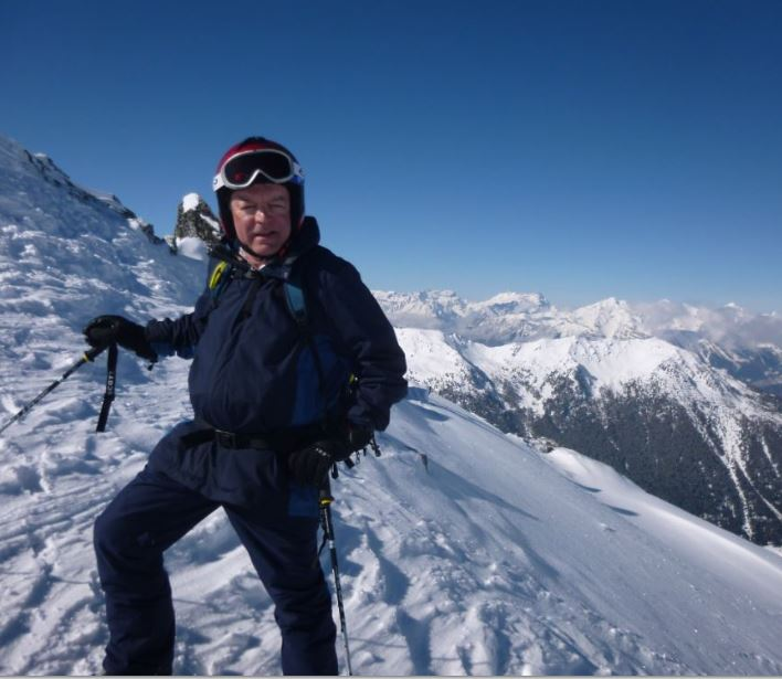 A great day at 2,500 m. Great off piste and a late pasta and beer for lunch / Model Colin H / Uploaded 16th April 2016 @ 08:31 AM