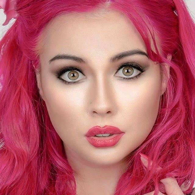 Pretty in Pink / Photography by Kevin Robertson, Model Maizy Marzipan / Uploaded 18th January 2016 @ 08:55 PM