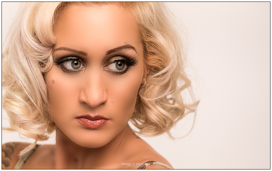 Zsu / Photography by David Huggett, Makeup by Lindsay, Post processing by David Huggett, Hair styling by Lindsay, Assisted by Lindsay / Uploaded 23rd April 2017 @ 01:48 PM
