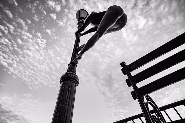 Pole walking in NYC / Model Fanny / Uploaded 11th October 2019 @ 04:47 AM