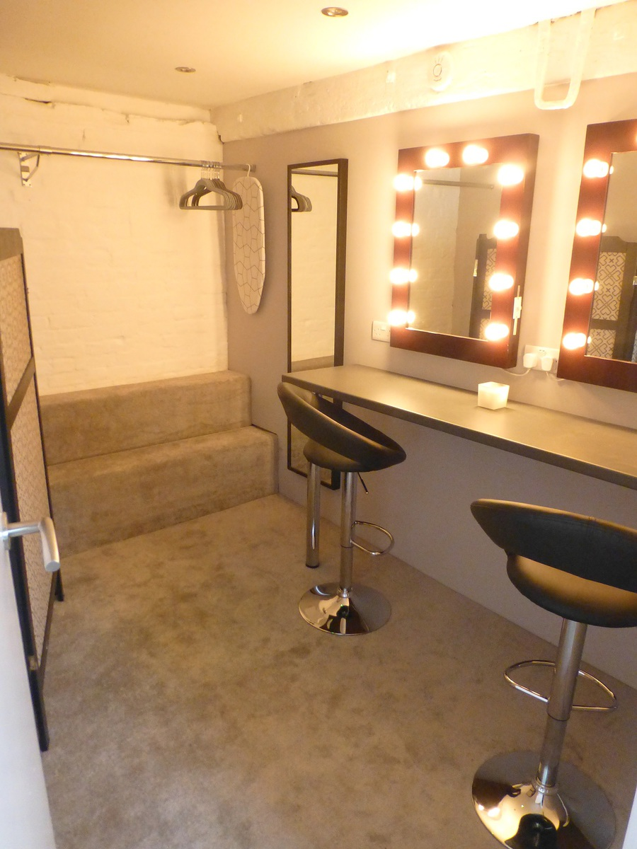 Changing and make up room  / Taken at The Coach House Studio / Uploaded 7th February 2015 @ 01:18 PM