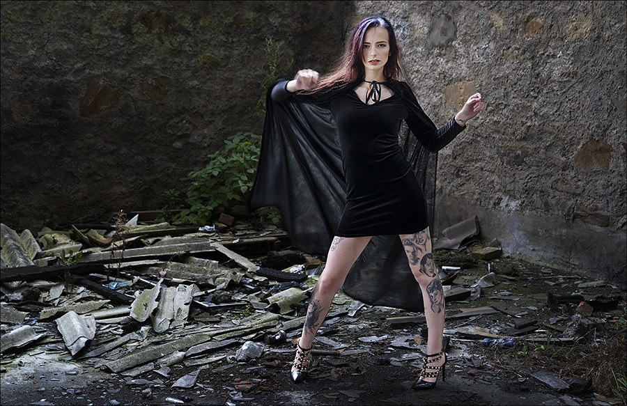 Punching the Air / Photography by RodW, Model PurpleTundraX / Uploaded 11th October 2021 @ 07:42 PM