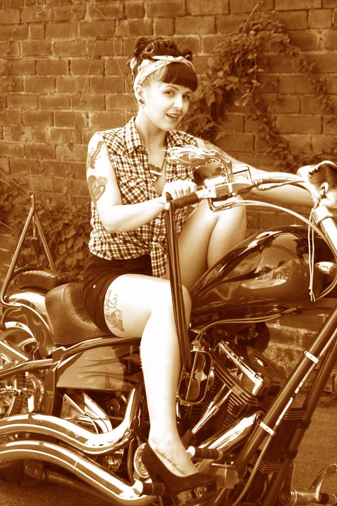 Pin up / Photography by Alternate Dreams / Uploaded 22nd August 2012 @ 02:13 PM
