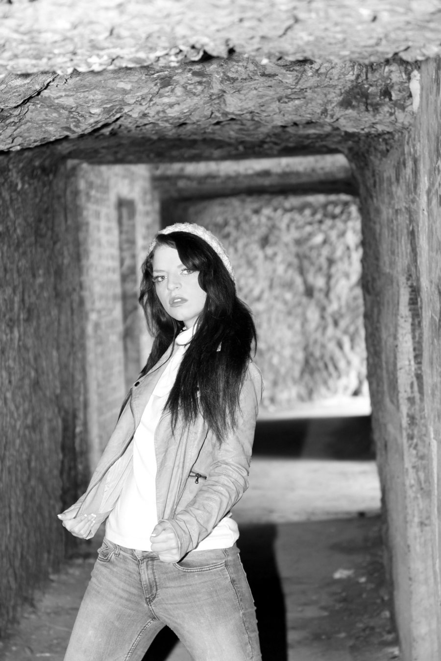 Danni in the alley / Photography by dunk / Uploaded 26th February 2013 @ 09:46 AM