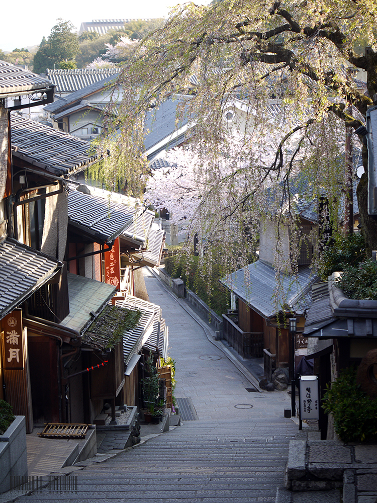 Traditional streets of Kyoto / Photography by Kimono Stylist, Post processing by Kimono Stylist / Uploaded 14th April 2017 @ 06:19 AM