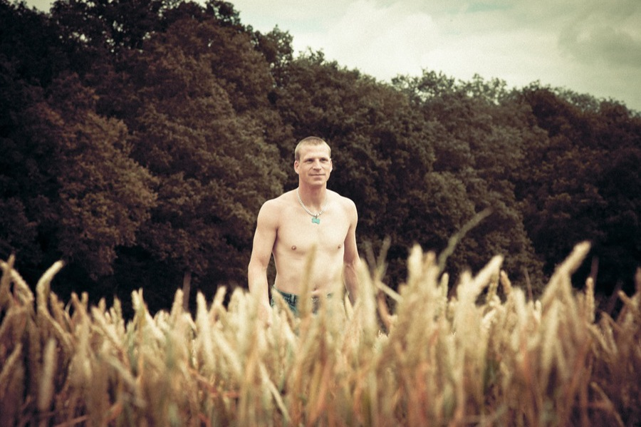 A walk in the fields / Model Thomas Peters / Uploaded 5th September 2012 @ 03:11 PM