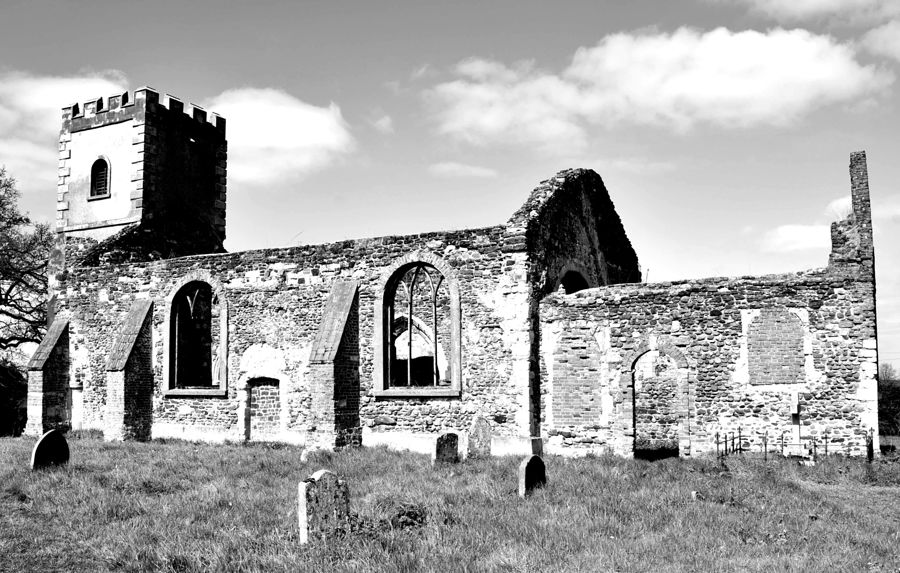 Derelict church1 / Photography by TEL77 / Uploaded 22nd September 2019 @ 01:16 PM
