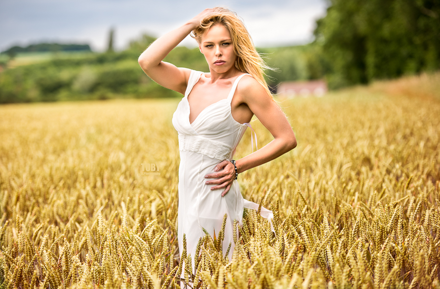 In the Wheat Field / Photography by TobyJ, Model Nix Brown / Uploaded 25th July 2017 @ 10:55 PM