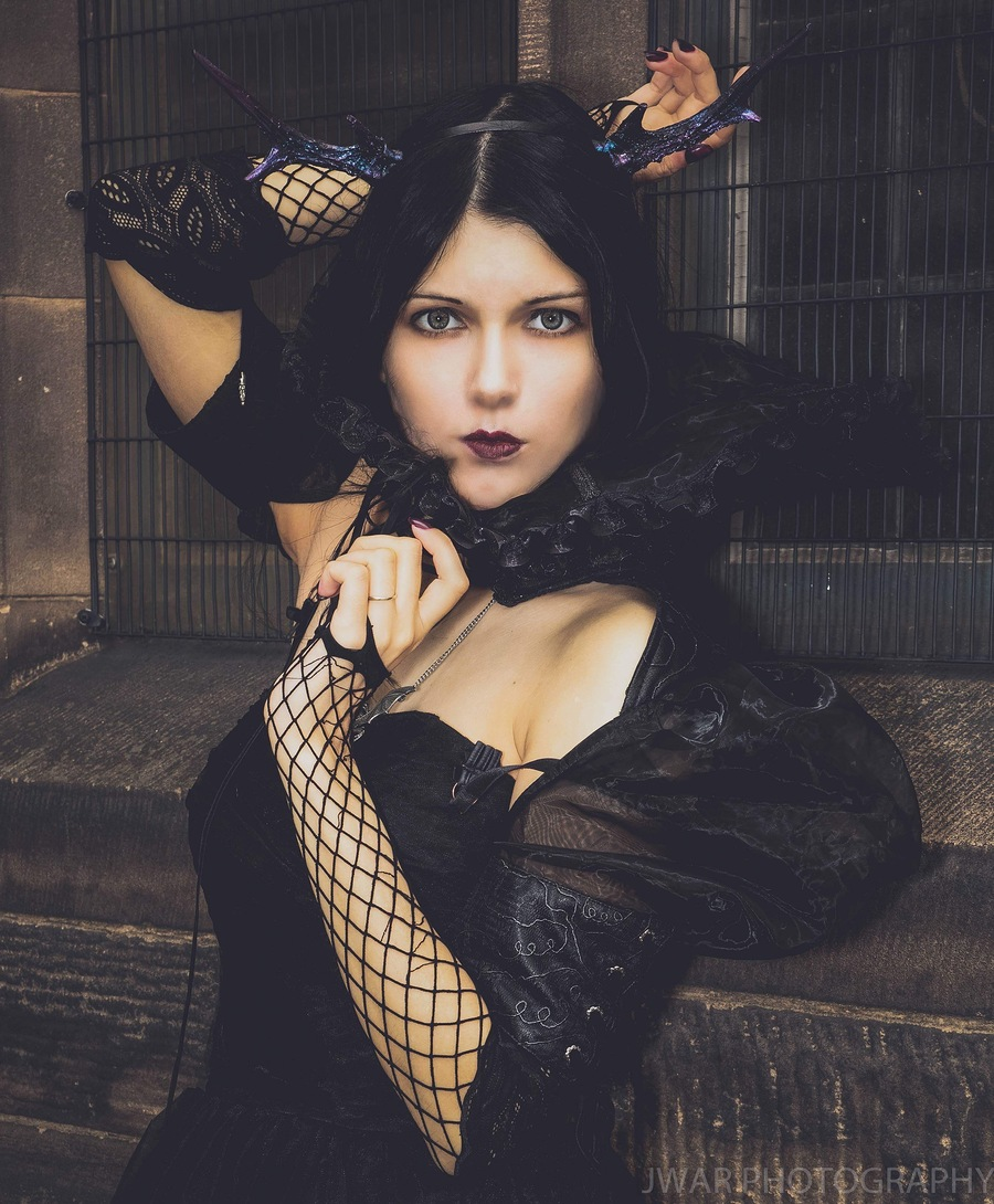 Gothic Beauty / Photography by JWAR, Model Queen of Dragons / Uploaded 31st August 2019 @ 09:53 PM