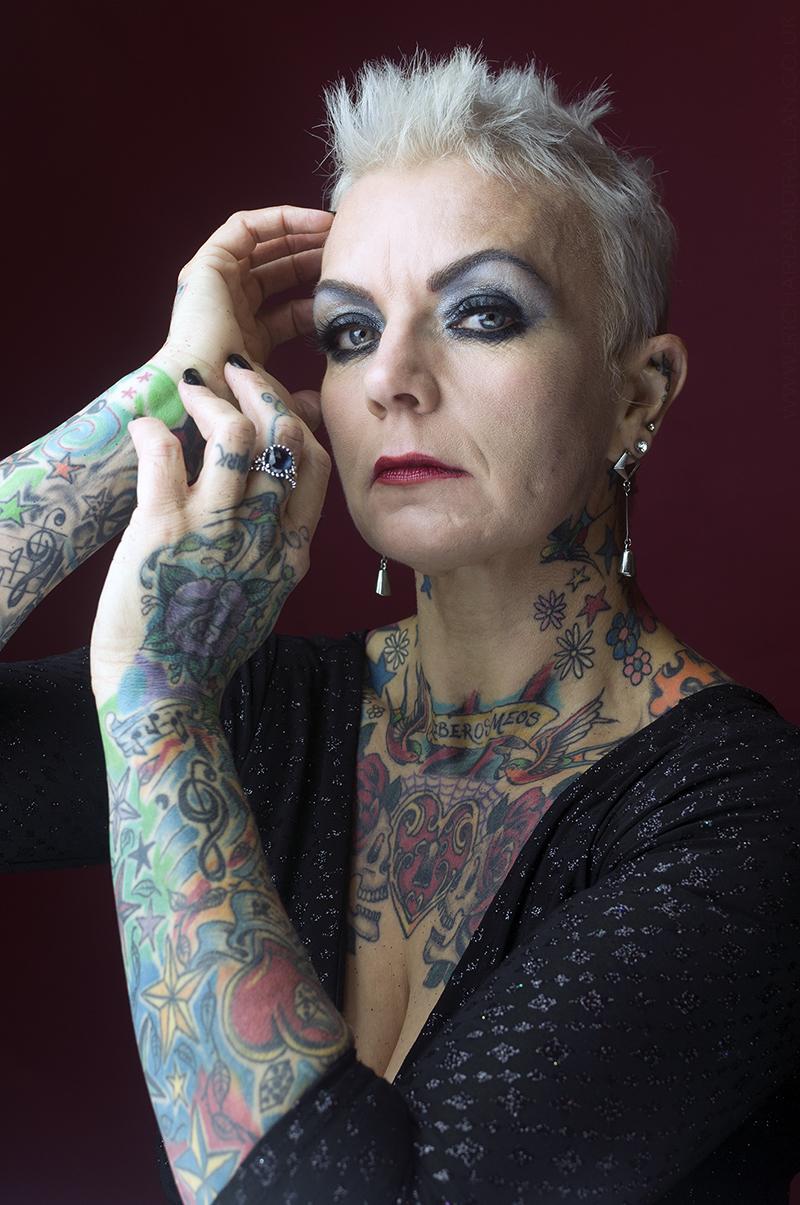 Sexy mature with tatoos