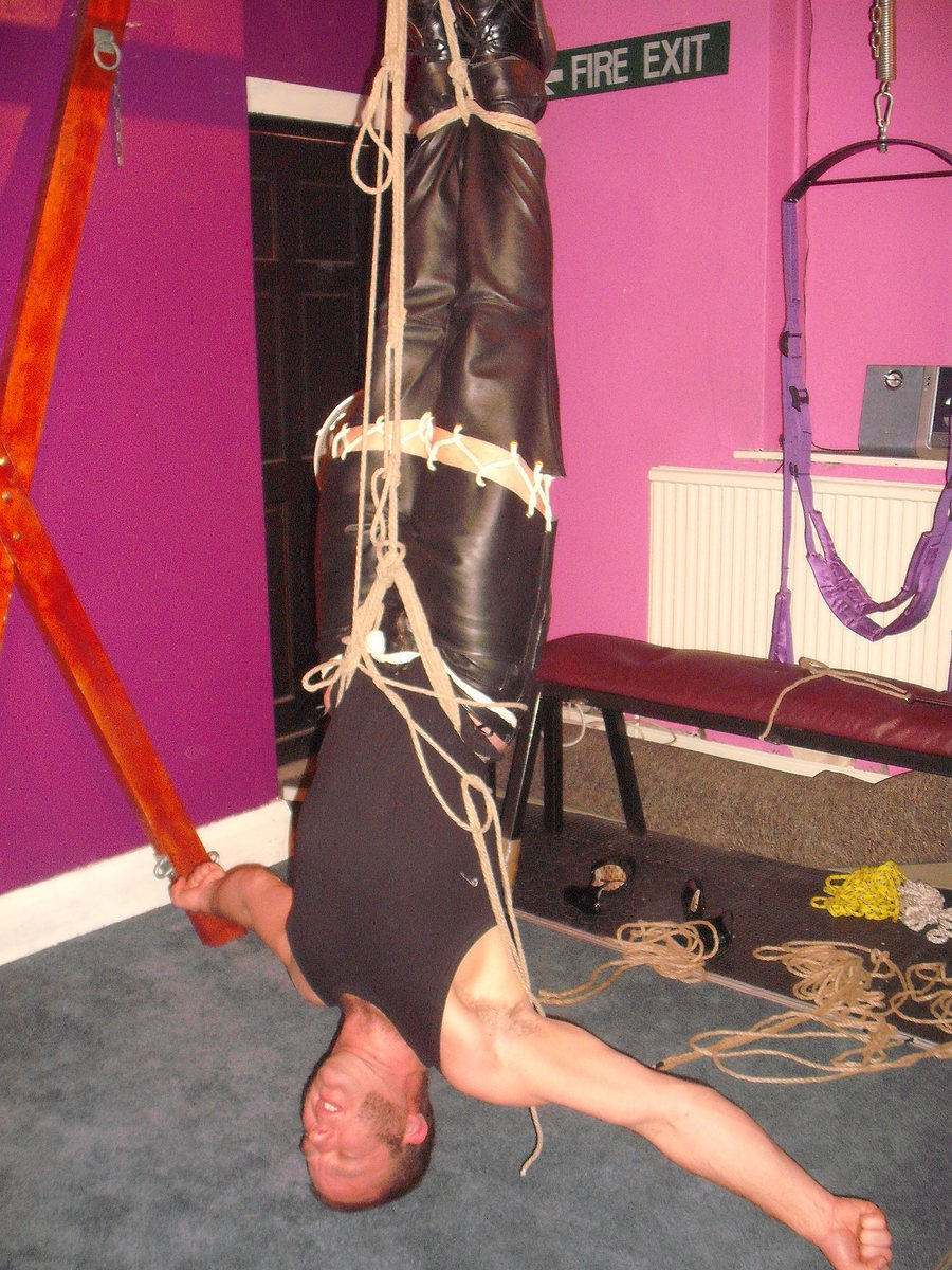 This is Rigs, Taking part in some Self Suspension. / Model Rigs, Stylist Rigs, Artwork by Rigs, Designer Rigs / Uploaded 3rd January 2016 @ 05:30 PM