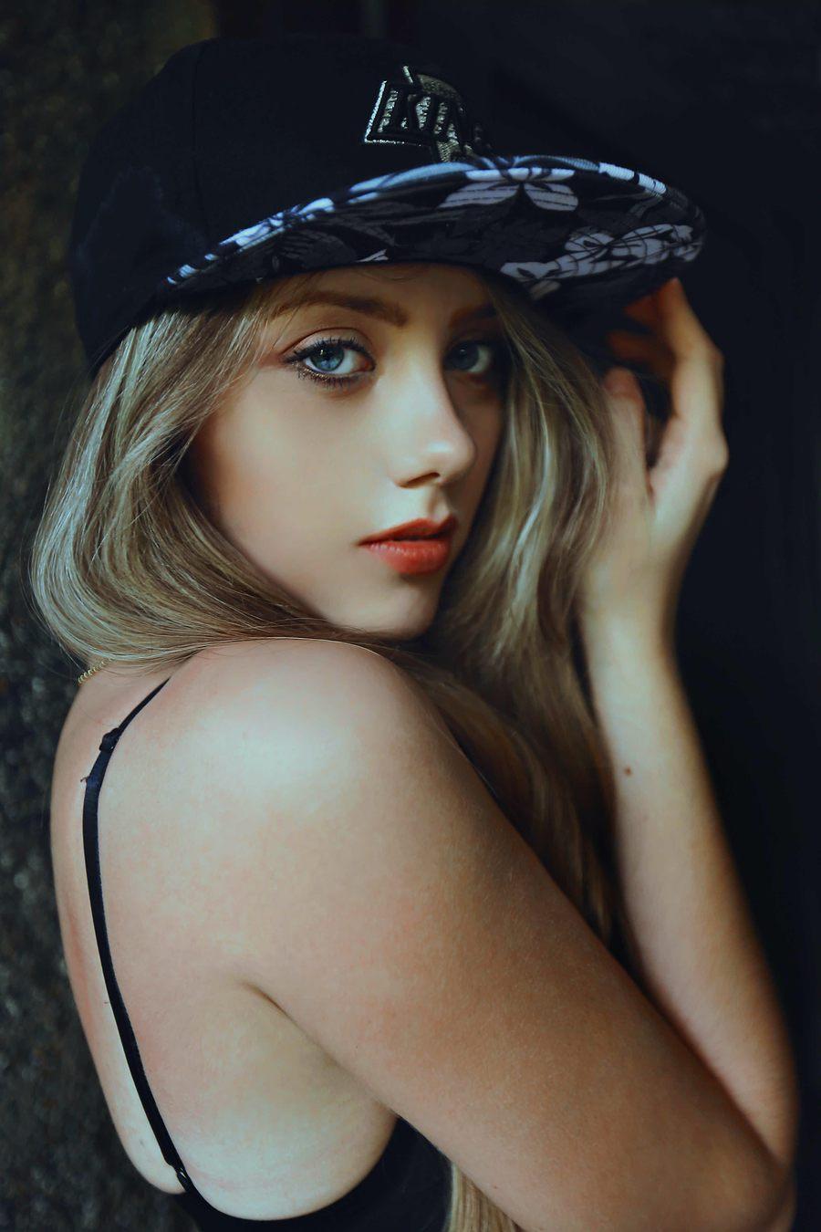 Bali Boudoir - Leandro - 2017 / Model Shannon Thorne / Uploaded 7th January 2018 @ 10:19 PM
