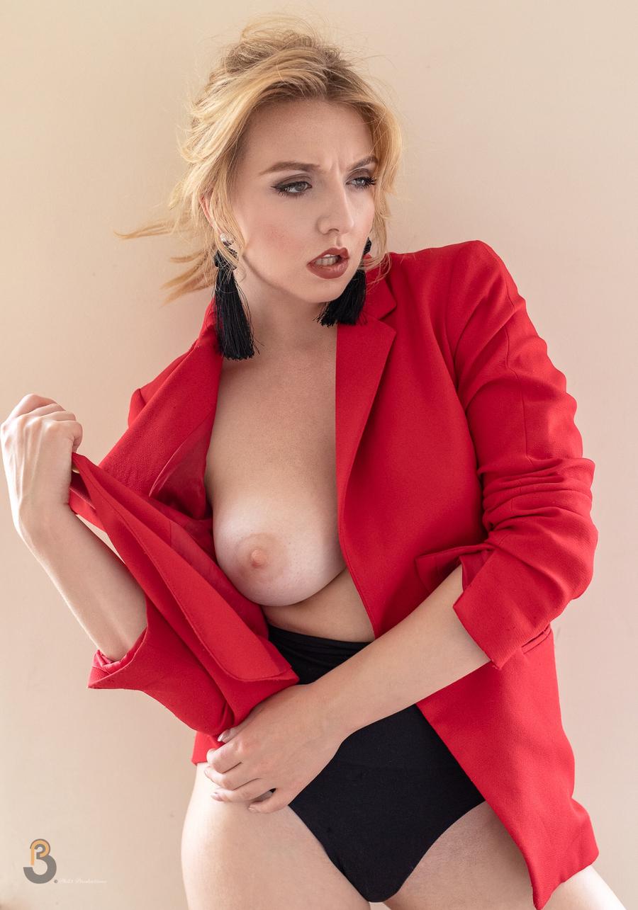 Model Nicole Rayner / Uploaded 23rd April 2019 @ 05:04 PM