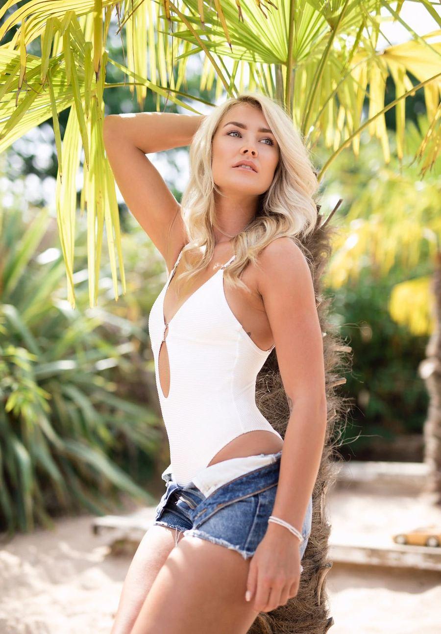 Model MimiG / Uploaded 1st November 2018 @ 05:25 PM