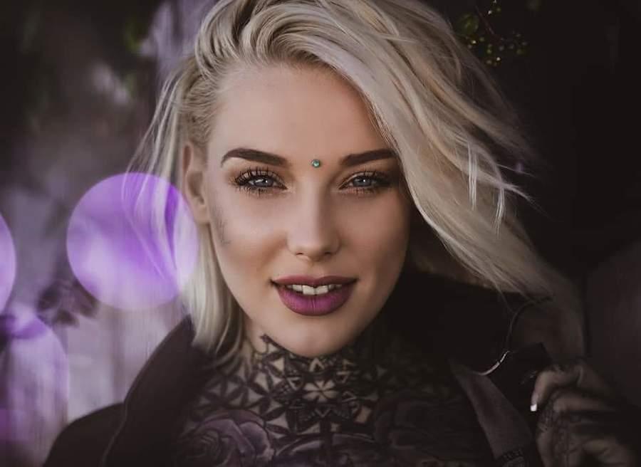 Model ladylaurenbrock / Uploaded 15th October 2019 @ 08:55 PM