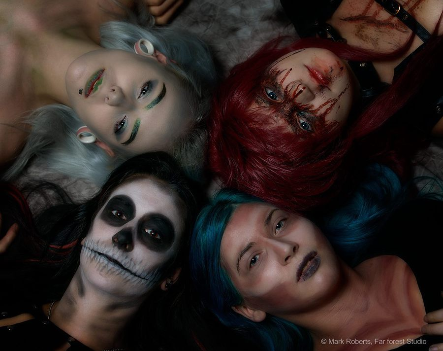 Best Friends of the Apocalypse / Photography by Far Forest Studio, Models AriannaKat, Models ArohaOra, Taken at Far Forest Studio / Uploaded 20th December 2016 @ 09:57 PM