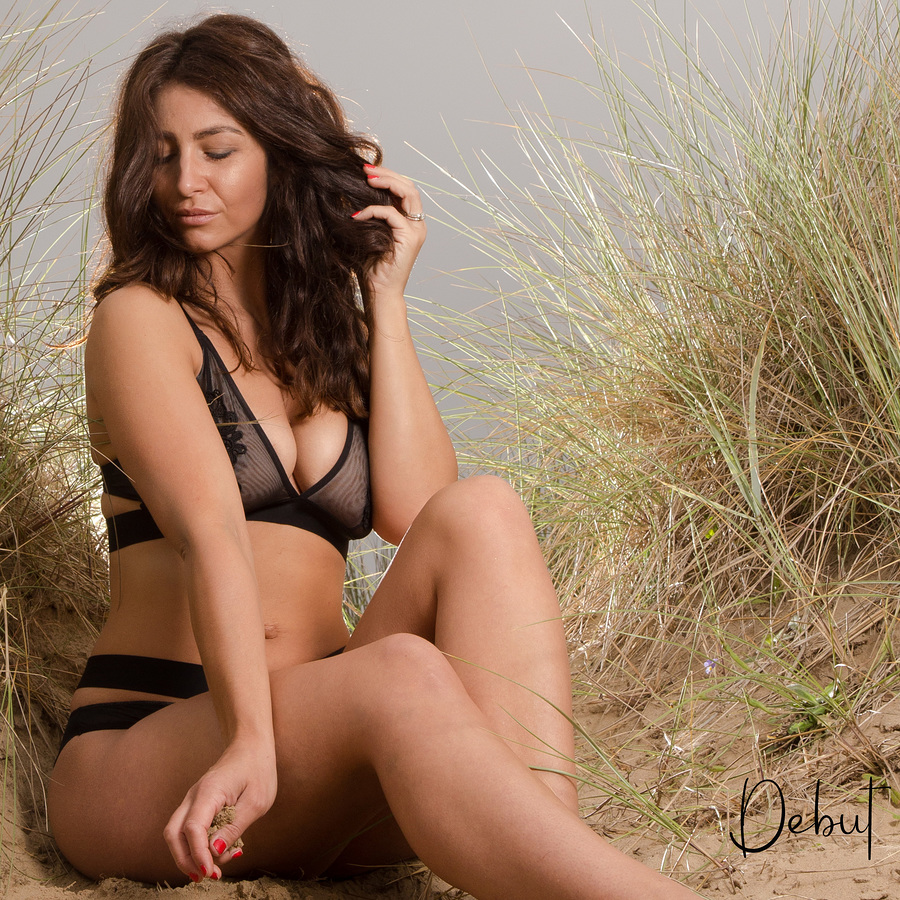 Mrs Dunes / Photography by Début / Uploaded 11th April 2020 @ 08:29 PM