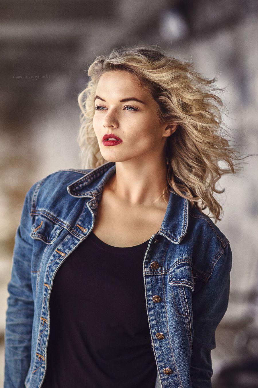 Radio Girl / Photography by Marcin K, Model Jessica Megan / Uploaded 1st December 2016 @ 09:00 PM